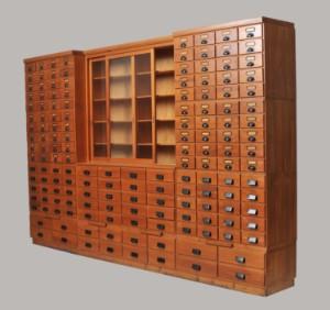 m bel gro er apothekerschrank um 1920. Black Bedroom Furniture Sets. Home Design Ideas