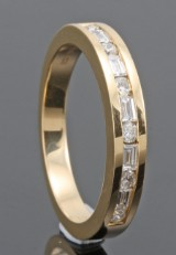 18kt brilliant and baguette-cut diamond wedding ring approx. 0.33ct
