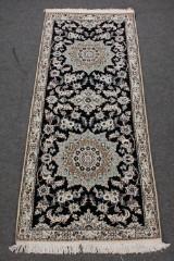 Fintknyttet persisk Nain løber, 211 x 83 cm.