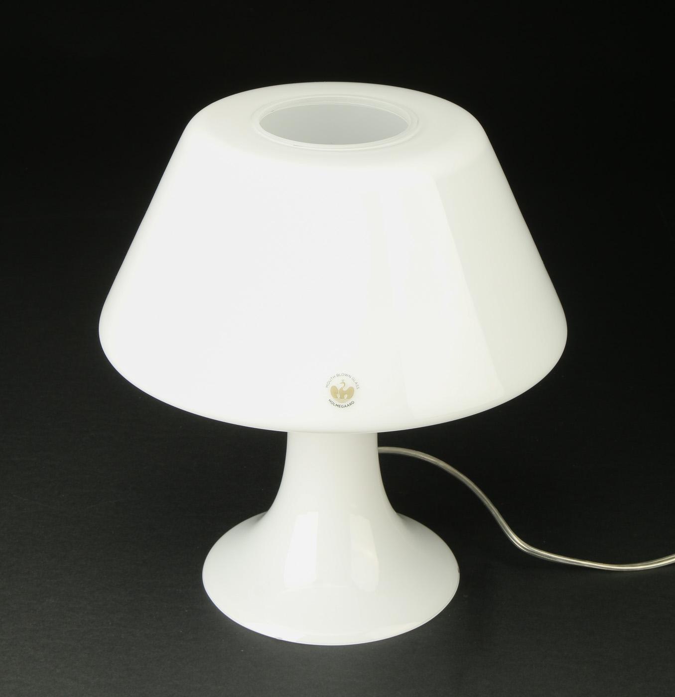 Holmegaard bordlampe af mundblæst opal glas, model One