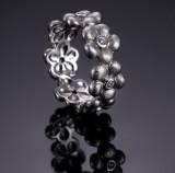 Ole Lynggaard. Elderflower ring, 18 kt. satinated white gold, brilliant-cut diamonds