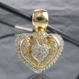 Clip pendant in gold with diamonds, approx. 0.90 ct.