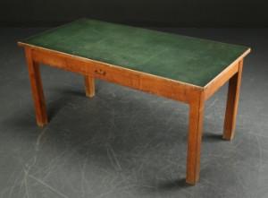 Langbord / arbejdsbord af egetræ, 1950'erne | Lauritz.com