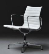 Charles Eames. Kontorstol fra serien 'Aluminium Group' model EA-108, hvidt læder