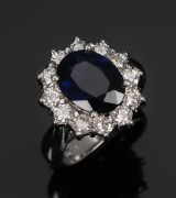 Sapphire ring, 18 kt. white gold with 12 brilliant-cut diamonds, 1.25 ct.