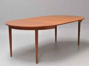 spisebord teak Dansk Møbelproducent. Rundt spisebord i teak med to tillægsplader  spisebord teak