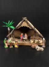 Julkrubba med figurer