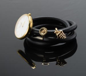 0a43aa38025 Kranz & Ziegler, STORY armbånd med ur og 2 charms Click here to see a  larger picture