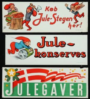Tre plakater med nissemotiver, 'Julegaver' m.m., omkr. 1910 (3) - Dk, Vejle, Dandyvej - Tre originale reklameplakater med bl.a. nissemotiver, 'Køb Jule-Stegen her!', 'Julekonserves' og 'Julegaver', litografisk trykt hos F. Lindegaard, København omkr. 1910. Mål ca. 37 x 100-104 cm. Uden rammer. Fremstår med brugsmær - Dk, Vejle, Dandyvej