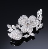 Diamond broche, platinum, total approx. 2.45 ct., first-half of 20th century