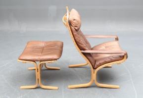 Ingemar Relling. Siesta lænestol med skammel, bøg læder (2