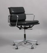 Charles Eames. Soft Pad kontorstol, Model EA-217.