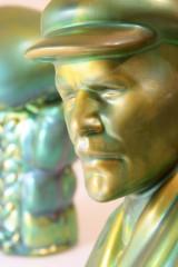Zsolnay Lenin-Büste und Boxhandschuh Keramik (2)