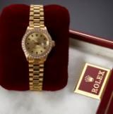Rolex 'Datejust'. Ladies watch, 18 kt. gold with diamond bezel, c. 1971