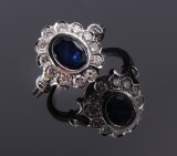English sapphire and diamond rosette ring, 18 kt white gold