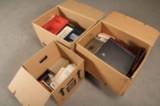 Samling diverse restsamlinger fra hele verden samt en del Høiland auktions kataloger m.m. (3)