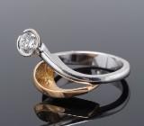 Per Borup ring udført i 14 kt. hvidguld og guld, prydet med brillant på ca. 0.40 ct