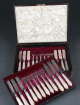 Besticksuppsättning, silver med pärlemor, Sheffield, 1880, 24 delar
