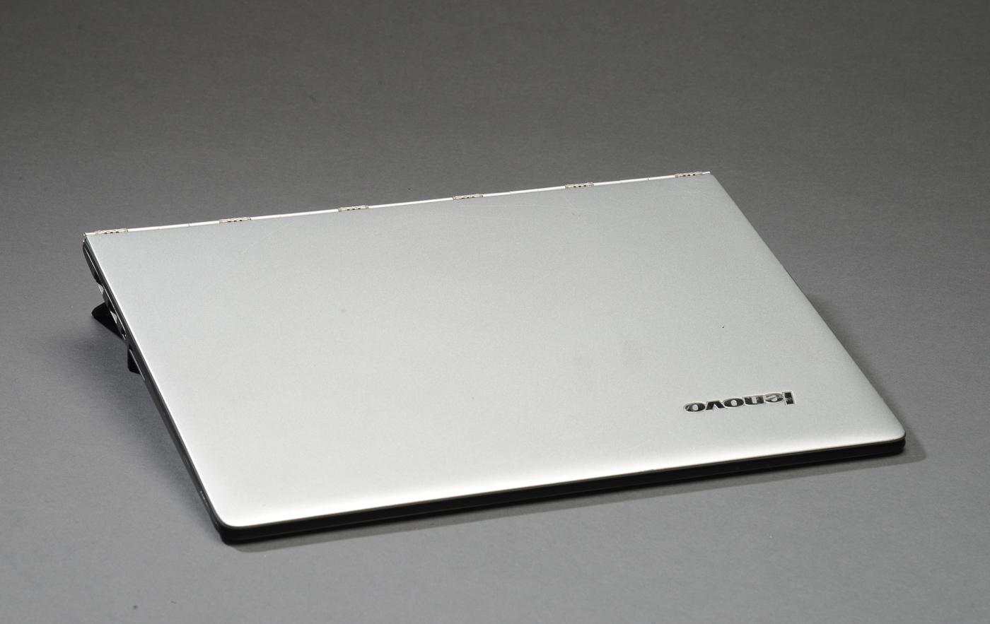Lenovo Yoga 3 Pro 1370, uden harddisk - Lenovo Yoga 3 Pro 1370, uden harddisk. 13,3 touchskærm, Uden oplader. Serienr. PF05PFC3. Fremstår brugsspor med ridser, skrammer. Lauritz.com indestår ikke for funktionaliteten. Auktioner over hittegods, cykler, og koster fra Københavns Politi Se...