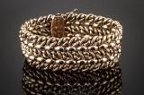 Bredt armbånd af guld 18 kt. Vægt 59,9 gr.