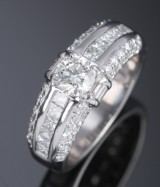 A modern diamond ring, 18 kt. white gold, total approx. 1.70 ct. H/VVS-VS
