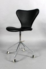 Arne Jacobsen. Office chair, model AJ 3107, reupholstered