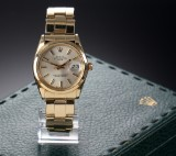 Rolex 'Date', a vintage men's watch, 18 kt. gold, with silver-coloured dial