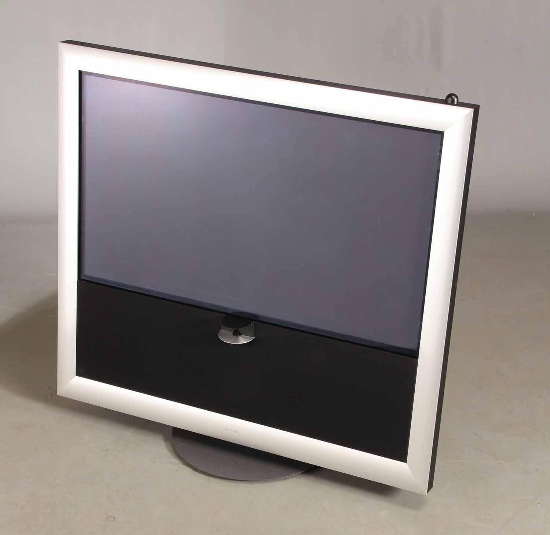 """Beovision 9, 50, Beo4 fjernbetjening - Bang & Olufsen. BeoVision 9, Beo4 fjernbetjening. Skal tilsluttes TV box. Ingen indbygget tuner Typenr: 9720 Serienr: 20245*** Panel: 50"""" plasmaskærmpanel Design: David Lewis Mål/Vægt: 121 x 127 x 57 cm, 123 kg Pixels: 1.049.088 (1366 x 768 x..."""