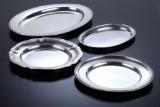P. Hertz, Grann & Laglye, mfl. To serveringsfade samt to dækketallerkener af sølv. (4)