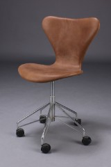 Arne Jacobsen. Series 7 office chair, reupholstered