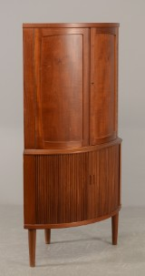 Hjørneskab af teak, front med jalousilåger nederst, 1950'erne
