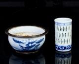Rökelsekar samt penselvas, porslin, Kina, sen Qing dynasti (2)