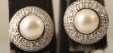 Earrings in 9k with Tahiti pearls & diamonds approx. 0.07ct