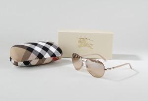 c72c55e92eb1 Slutpris för Burberry. Solbriller med bruntonet glas.