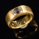 Ring of 900 gold with baguette cut diamond, expertise included