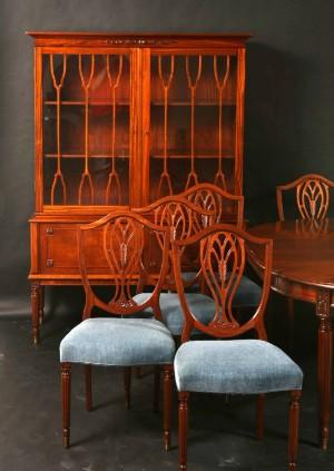 Mahogni - spisestue - Randers møbelfabrik. Stole, bord og vitrine ...