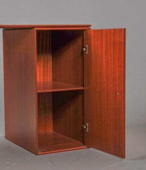 Montana skrivebord samt sidemodul af mahogni. (2) | Lauritz.com