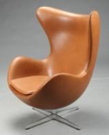 Arne Jacobsen. Sessel 'Das Ei', Modell 3316, 'Elegance Walnut' Leder