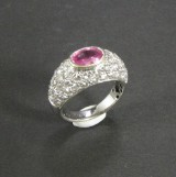 White gold ring featuring pink sapphires and brilliant-cut diamonds approx. 2.40 ct.