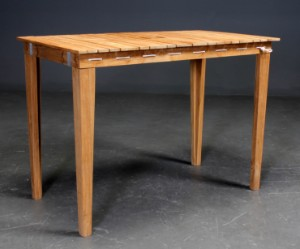Dry Under altan bord i teaktræ, fire stole. Design by Nordvink(5 ...