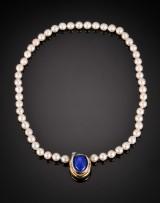 Ole Lynggaard. Smykkelås med lapis lazuli samt perlekæde