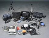 Sony, Hitachi, Fisher m.m. Samling kameraudstyr, videokameraer, stativer m.m.