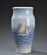 Royal Copenhagen. Stor vase af porcelæn
