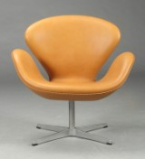 Arne Jacobsen. Svane. Lænestol, cognacfarvet anilin