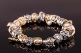 Pandora. Armbånd af sølv med guld og sølv charms med brillanter , Pandora