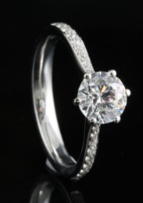18kt handmade diamond and cubic zirconia ring approx. 0.15ct