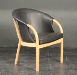 Lænestol af eg med sort læder