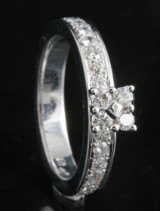 18kt håndlavede diamant ring ca . 0.76ct <br>
