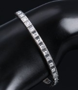 Hugo Grün. Tennis bracelet, 18 kt. white gold with diamonds, total approx. 3.00 ct.