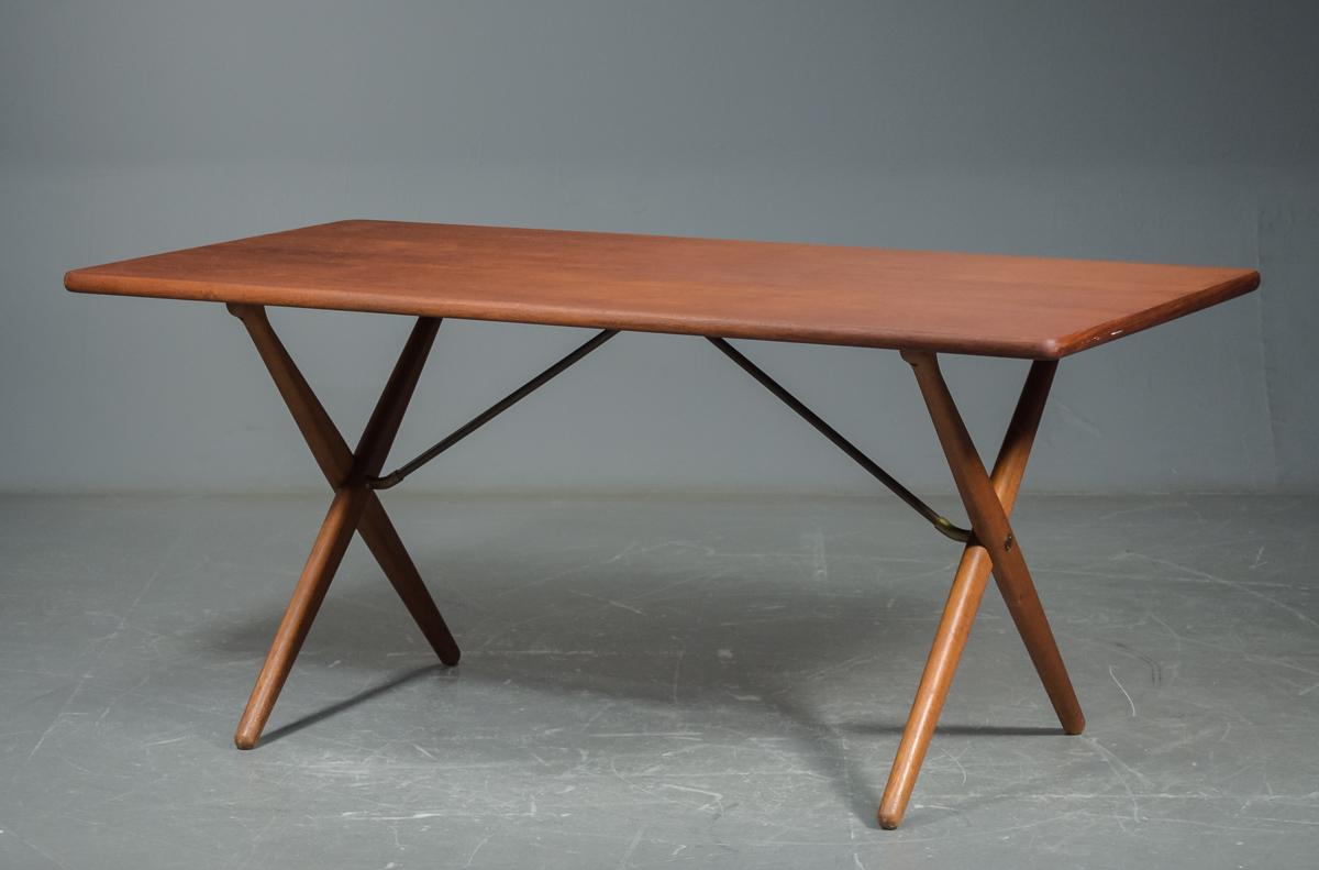 Auktionstipset - Hans J. Wegner, spisebord / savbukkebord af teak ...